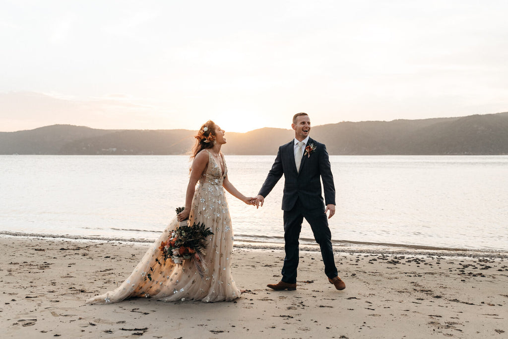 Blue mountains wedding photographer walking on the beach