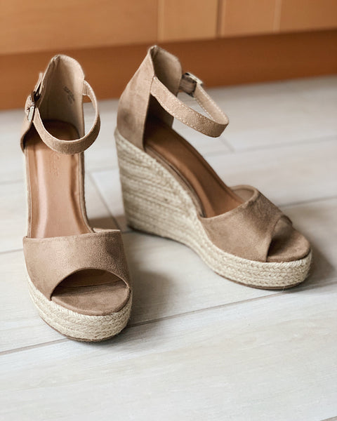 Ivana - Taupe Wedges