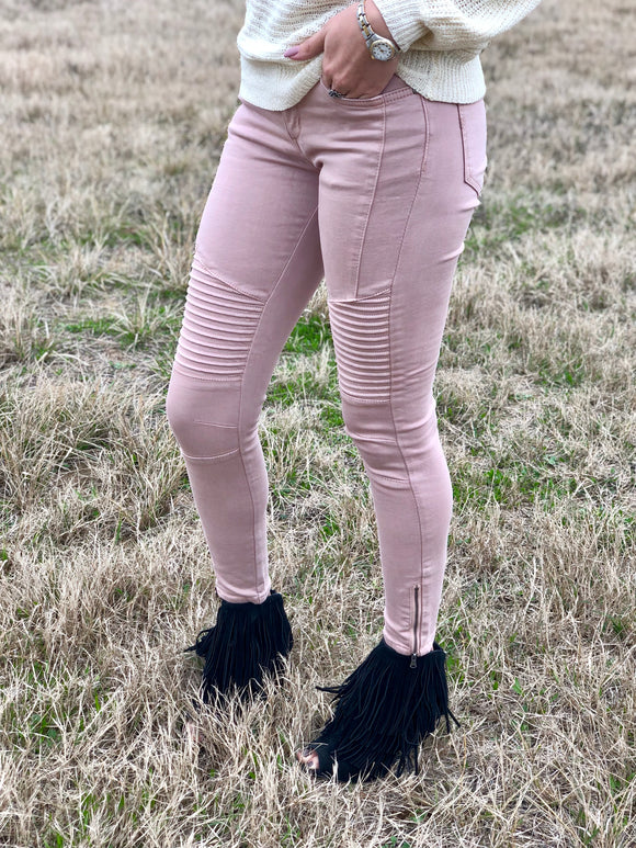 LIGHT PINK SKINNY JEANS