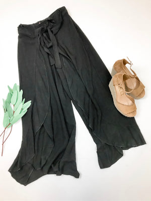 High Waist Tulip Ruffle Wide Leg Pant-Black
