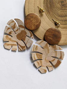 Woody monstera leaf earrings