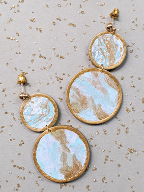Marbling geo earrings in turquoise colour