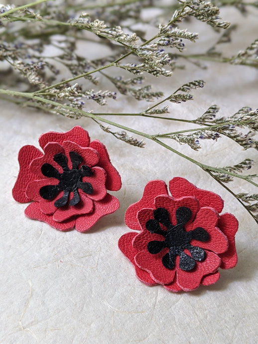 Red poppies flower stud earrings
