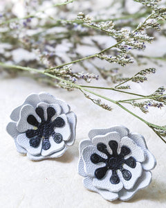 White poppies flower stud earrings