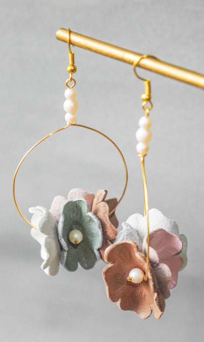 Flower hoop earrings with pearl beads