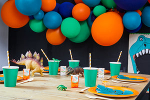 Setting Dino Party Box Ballongirlande Tisch Geschirr