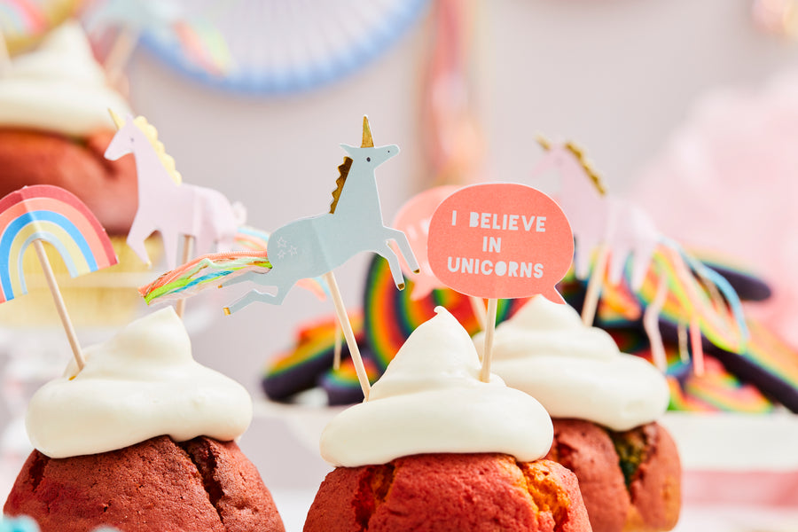 Magical Unicorn in a box Rainbow-Cupcakes mit Wolkenfrosting Cupcake Topper