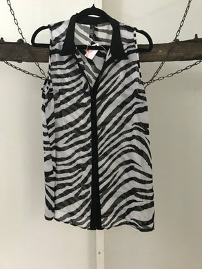 Impulse black/white zebra print sleeve Size 10