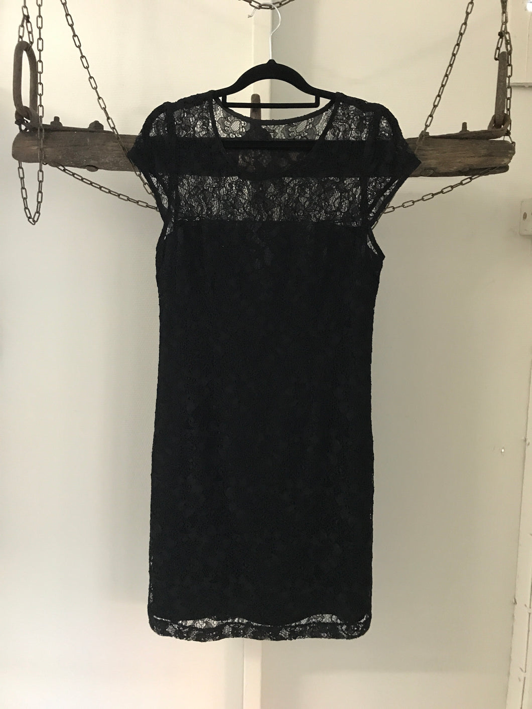 Portmans black lace dress with small sleeves Size 10 NWT