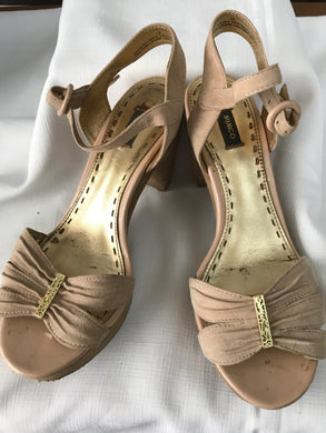 Mimco nude/gold wooden heels Size 38