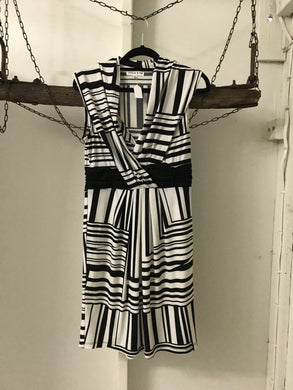 Unique & Mix black and white patterned dress Size 6