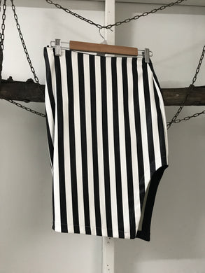 Block out Black/white Skirt Size 10 (estimate)