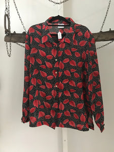 Briecom red leaves with black/white background shirt Size 16