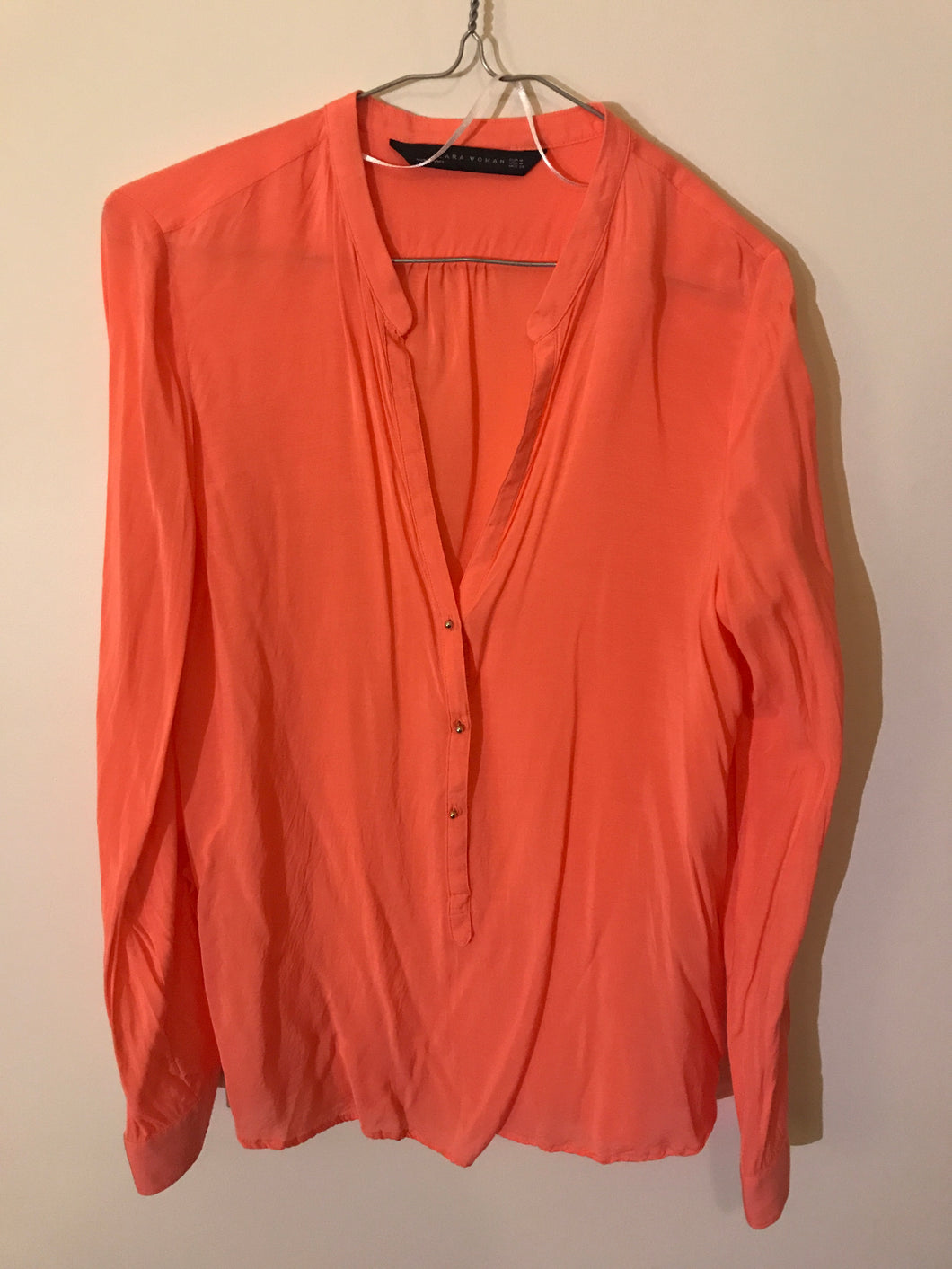 Zara Woman Coral long-sleeved shirt Size Medium (10 estimate)
