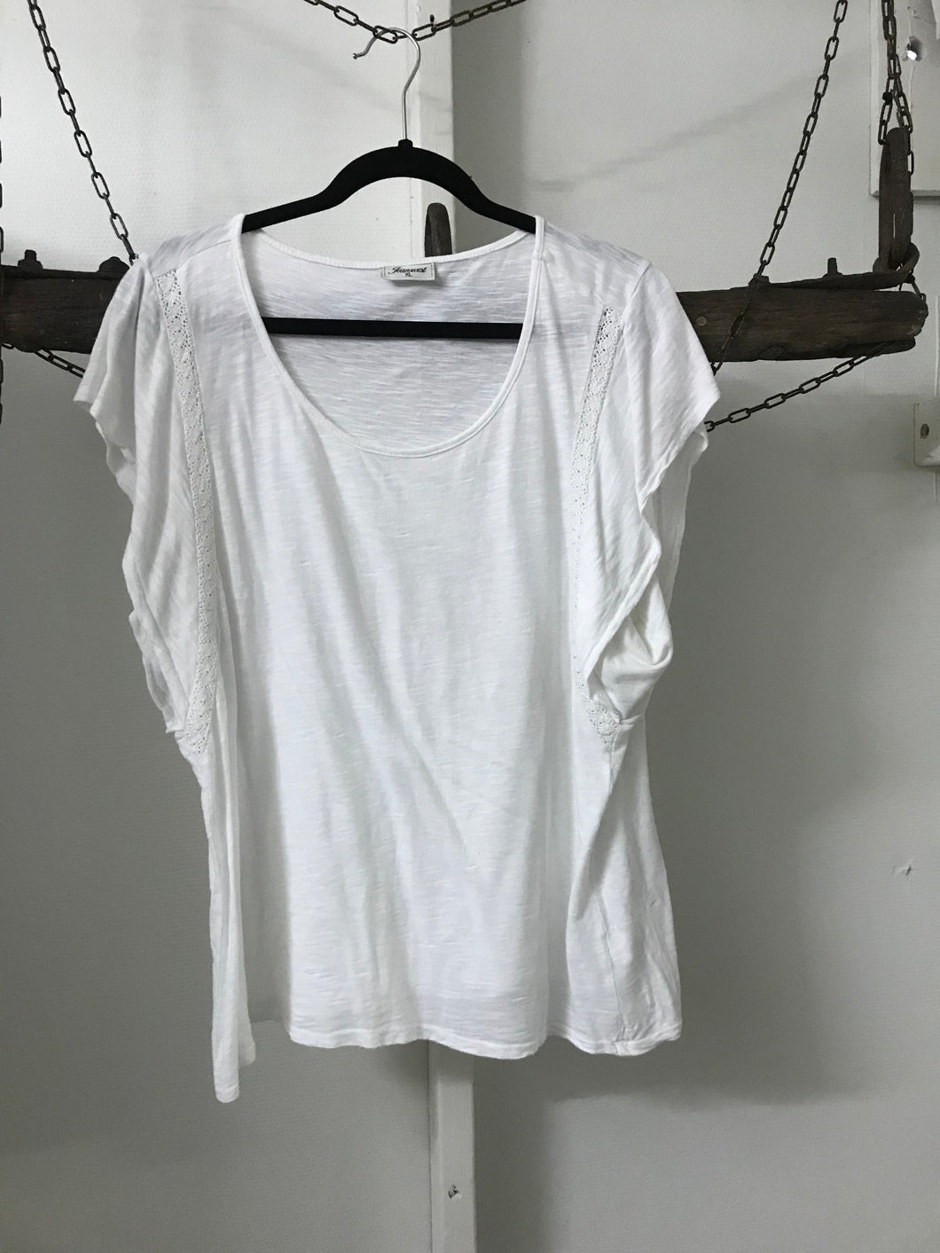 Jeanswest White T-shirt with lace trim Size XL (estimated 16-18)