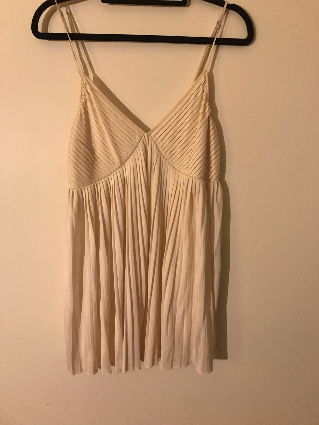 Witchery pure silk off white swing top Size M (10)