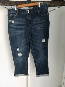 Now plus Capri ripped jeans Size 16