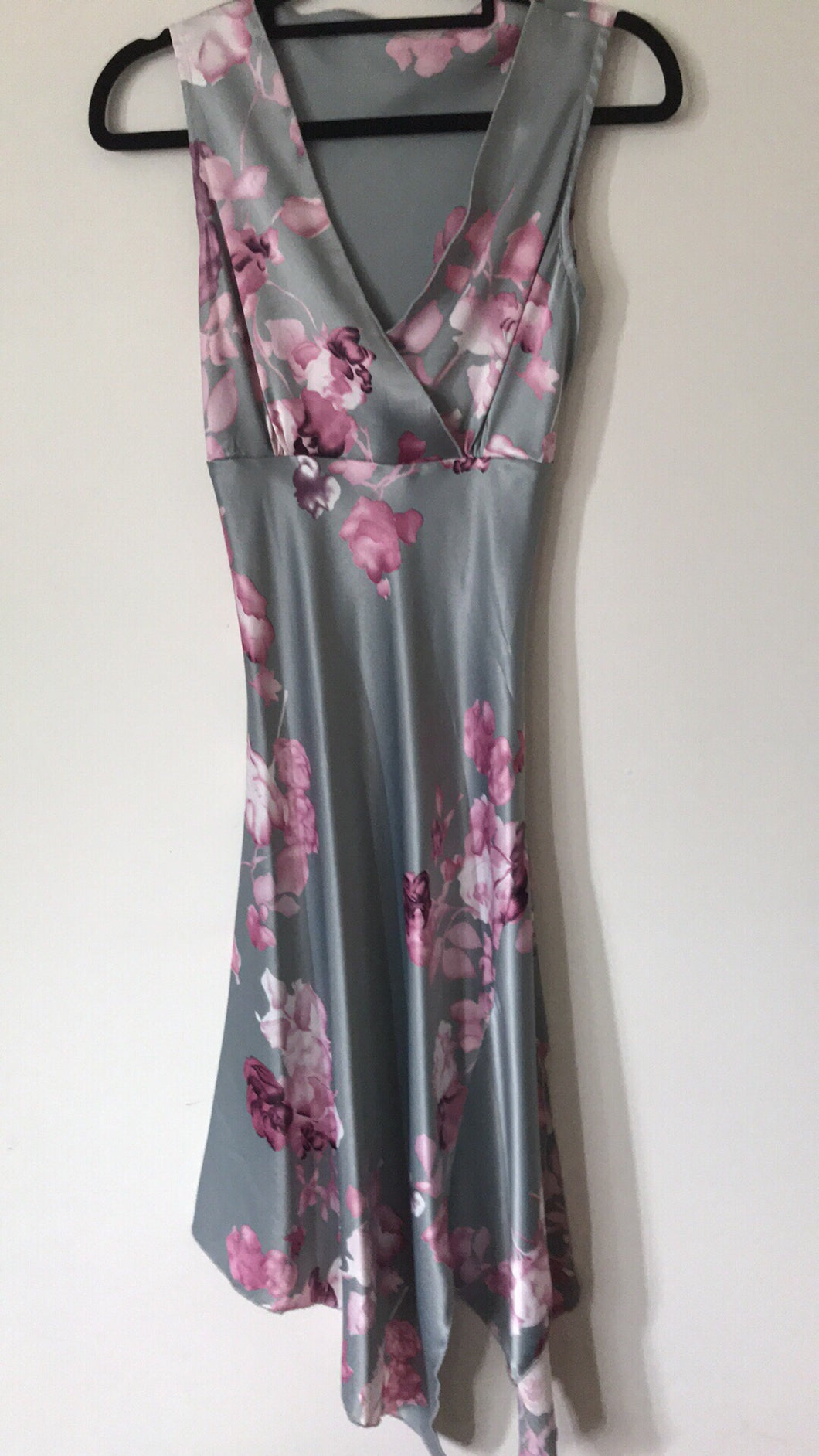 No label grey and floral satin dress Size 6