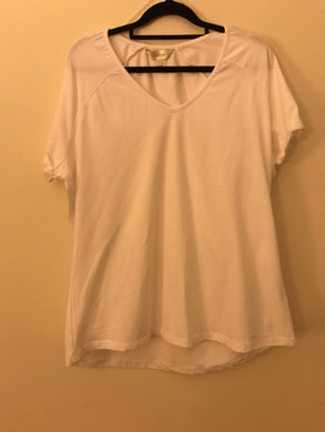 Capture white V neck t shirt Size 18