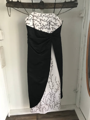 Mr K black/white long formal dress with floral gem embellishments strapless Size 18 NWT