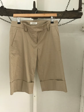 Country Road knee length beige shorts Size 8