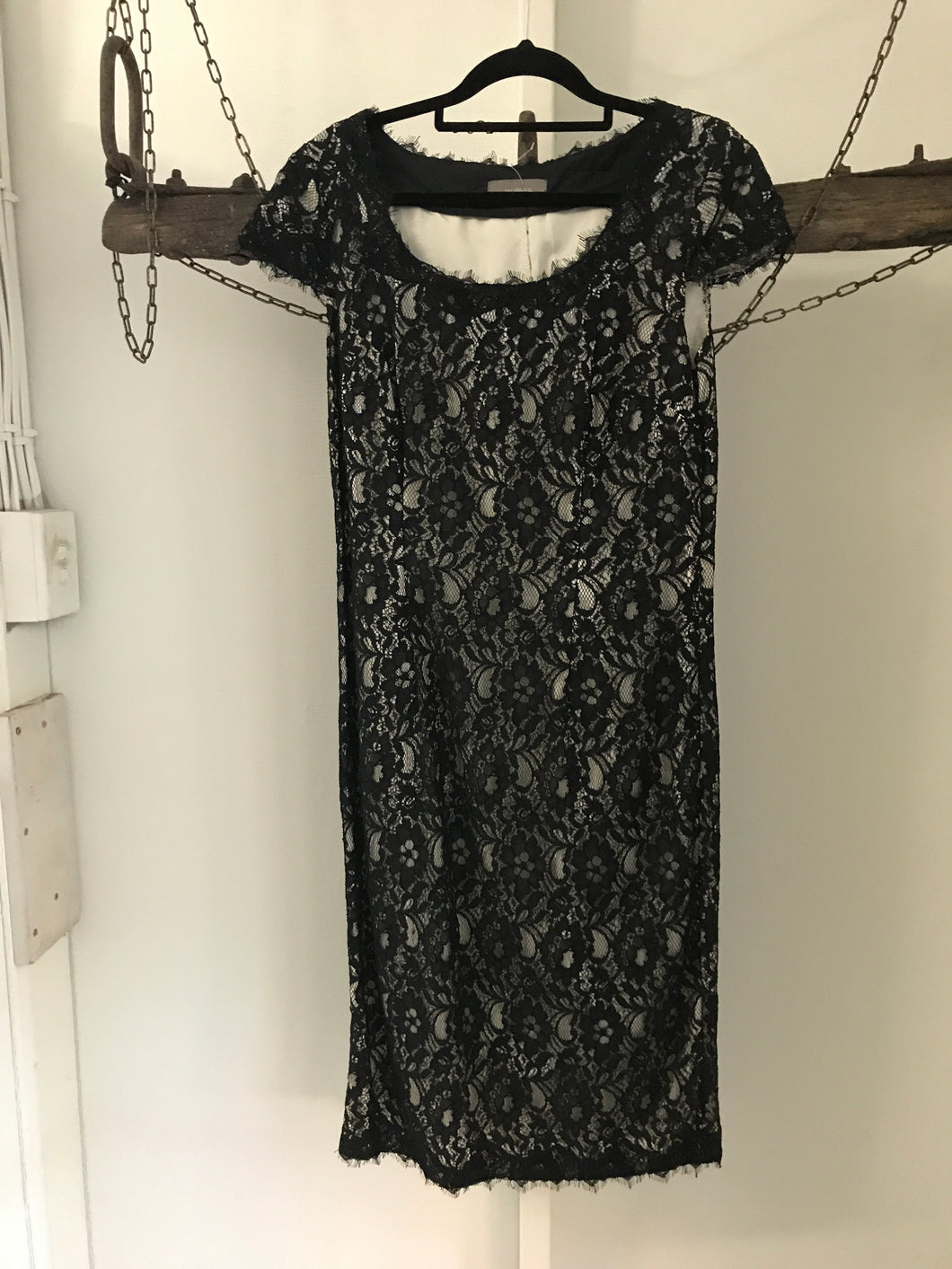 Jacqui e black lace over white lining with short sleeves Size 8