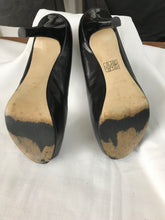 Nine West black peep toe leather pumps size 9