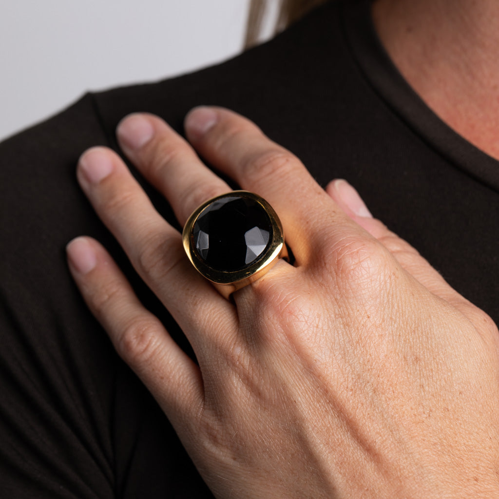 Polished Gold and Jet Center Ring
