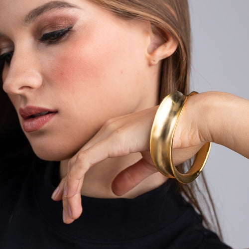 Teen Vogue/May 2019 - Satin Gold Wavy Contoured Bangle