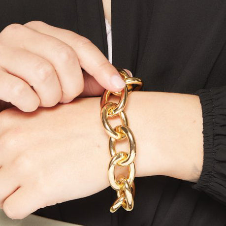 Gold Chain Toggle Clasp Bracelet