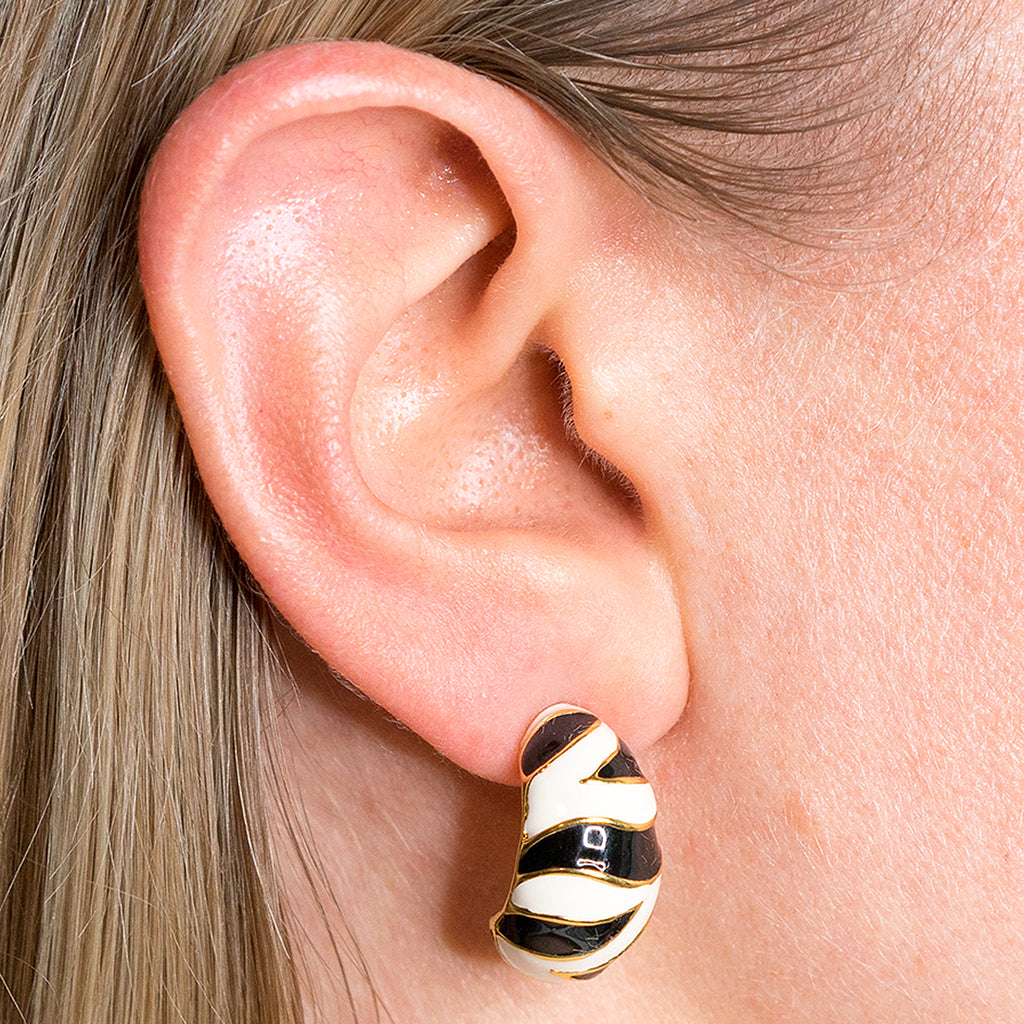 Kenneth Jay Lane Tiger Stripe Pierced Earring Tiger stripe OwaEVYjt