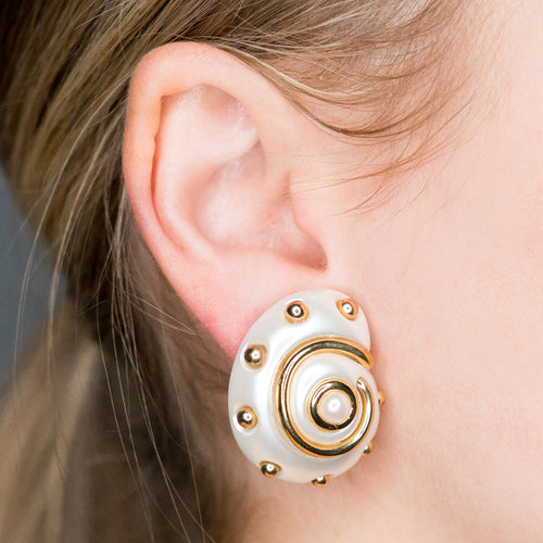 White Pearl Gold Dots Snail Pearl Center Clip Earring