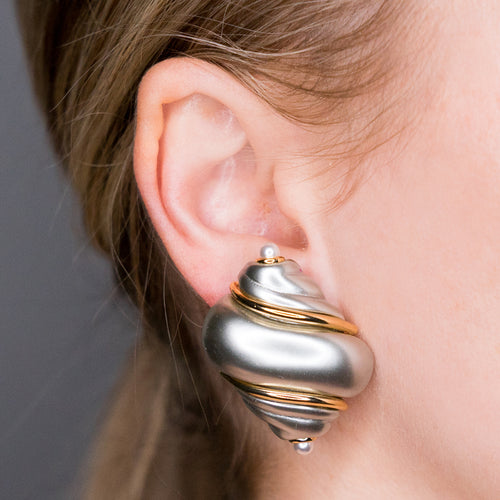 Gold Clip Grey Pearl Base Tips Shell Earring