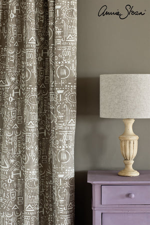emile-side-table_-french-linen-wall-paint_-tacit-in-french-linen-curtain_-linen-union-in-old-white-_-french-linen-lampshade_-72dpi-image-3
