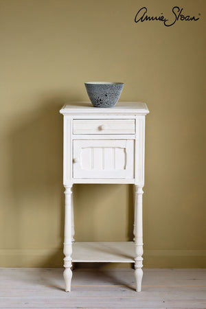 original-side-table_-dulcet-in-versailles-curtain_-linen-union-in-old-violet-_-old-white-lampshade-72dpi-image-1