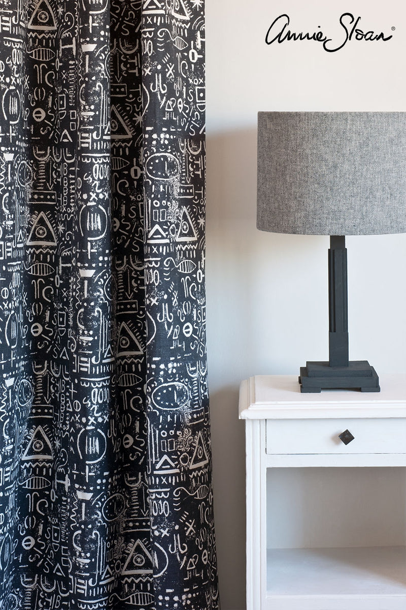 pure-side-table_-tacit-in-graphite-curtain_-linen-union-in-graphite-_-old-white-lampshade_-72dpi-image-3