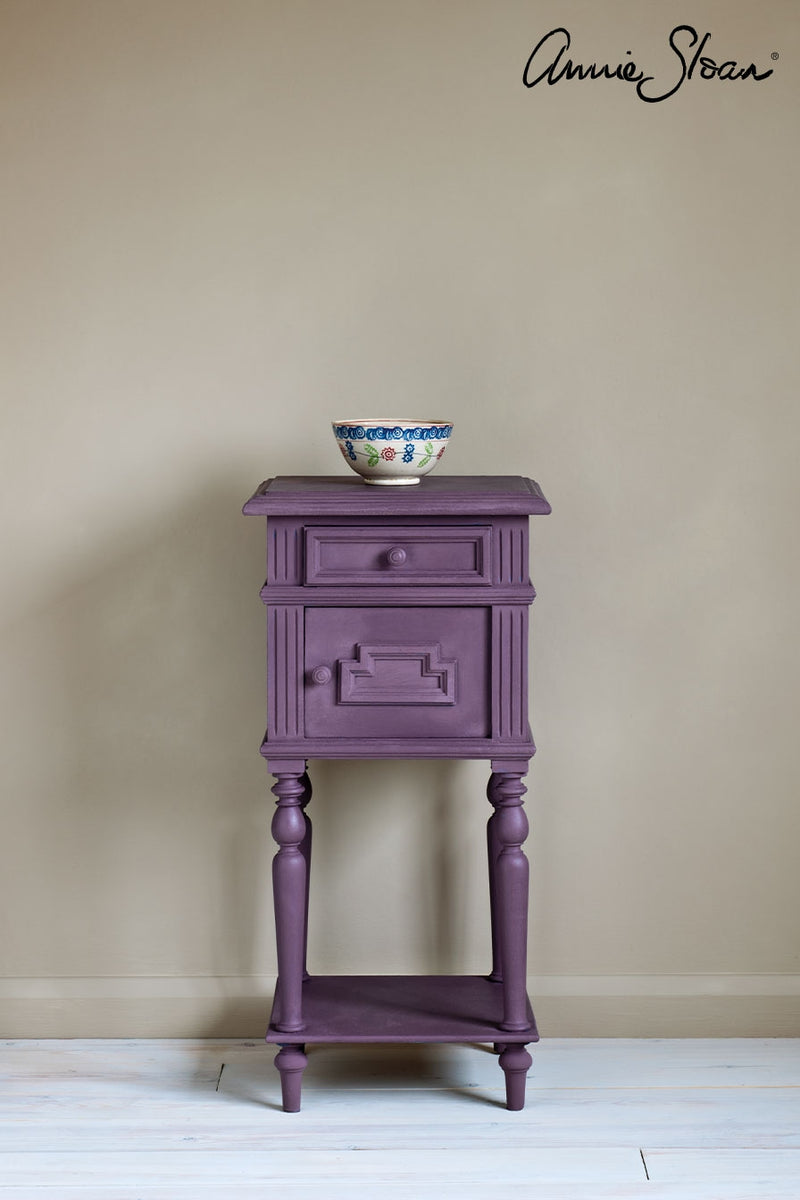 rodmell-side-table_-dulcet-in-versailles-curtain_-linen-union-in-emile-_-graphite-lampshade_-72dpi-image-1