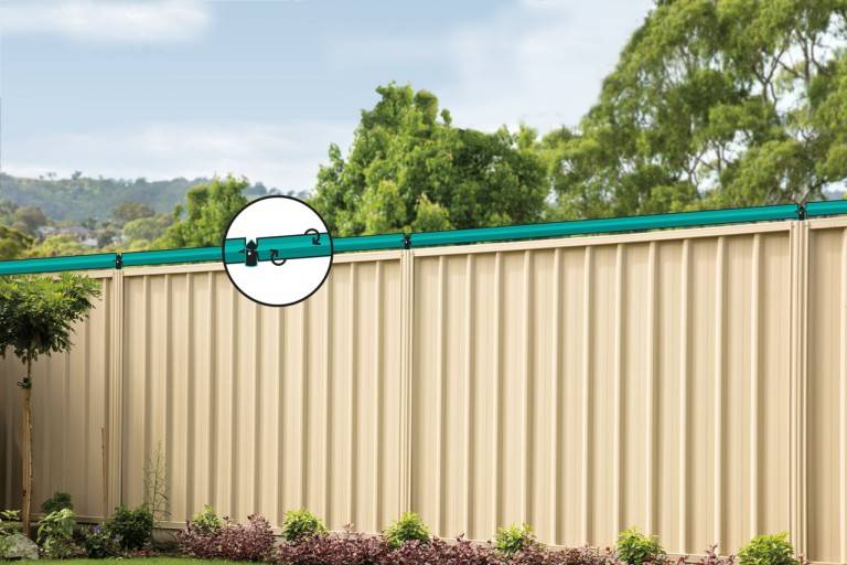 Cat fence rollers for metal fence by Oscillot
