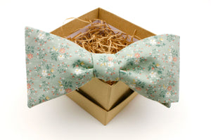 Green Vintage Floral Bow Tie