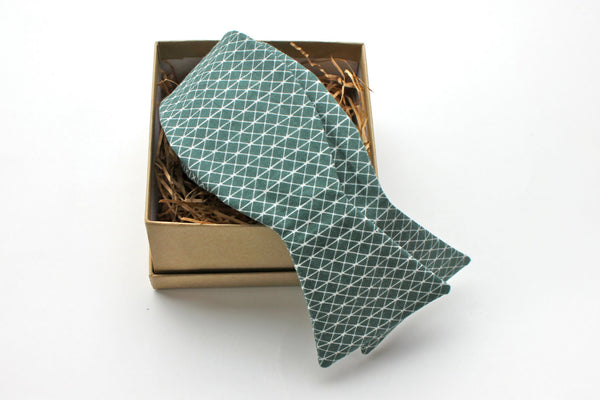 Green Triangle Pattern Bow Tie