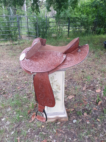 Handcarved Leather-Half Breed-Swinging Fender Saddle