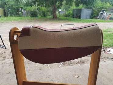 Heavy Duty Felt - Swinging Fender / half breed Saddle Pad with Leather Trim