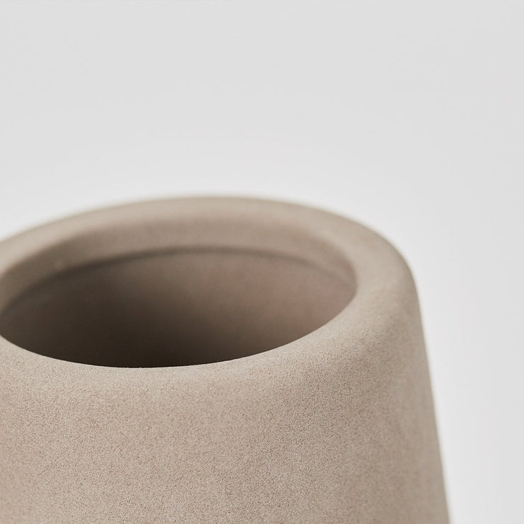 Elegant details from the large Dome vase from Kristina Dam studio