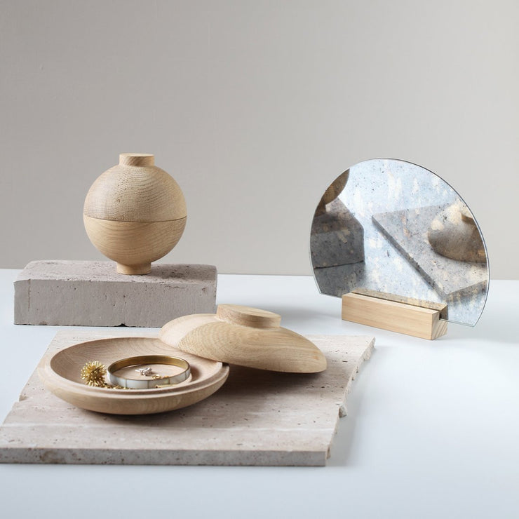 Wooden Galaxy is avaiable in solid oak inspired by the Japanese sphere