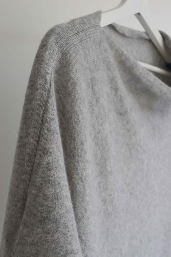 FELTED PONCHO - GREY