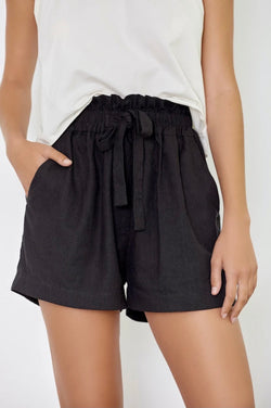 Dahlia Shorts Black - BAE