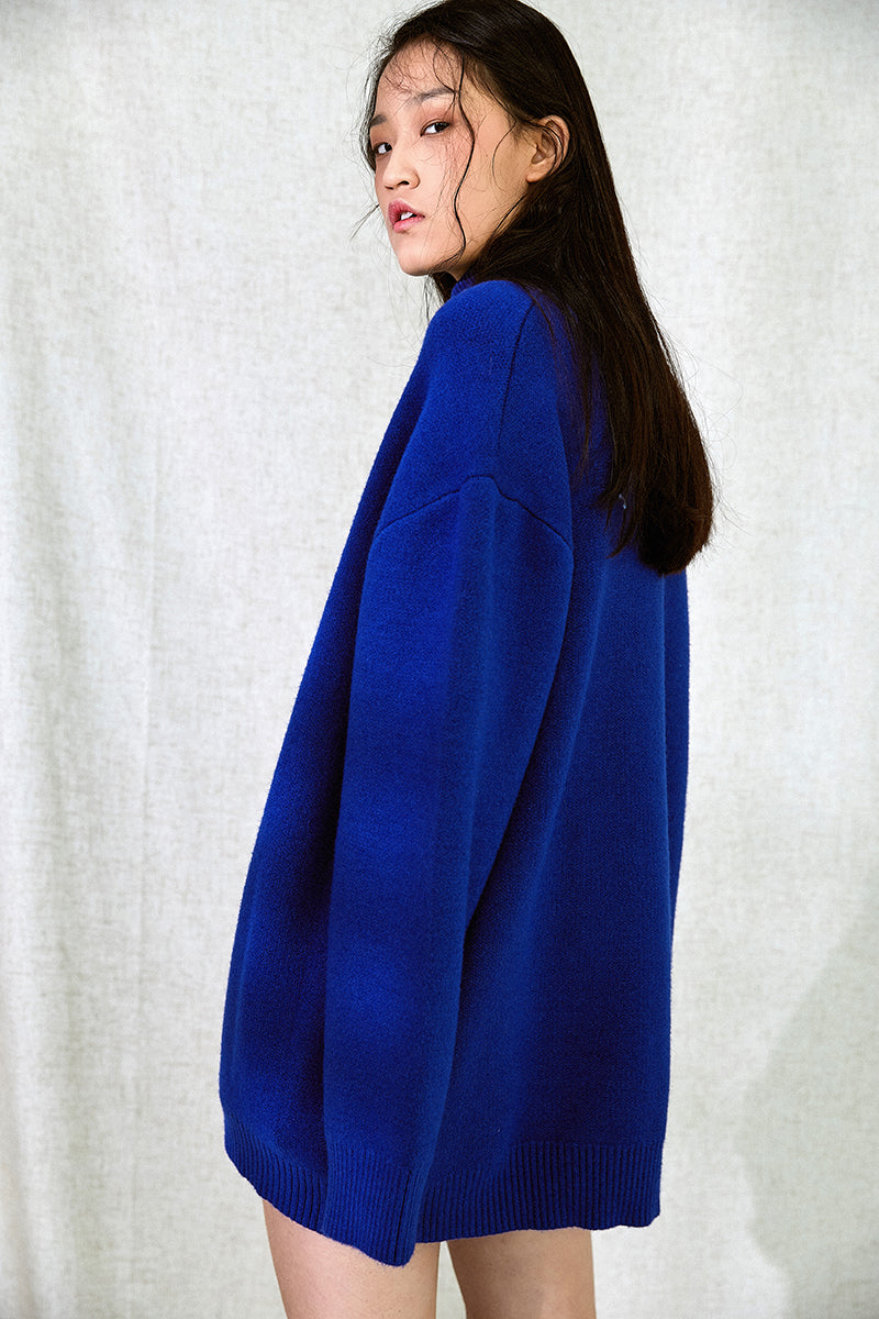 OVER SIZED BLUE SWEATER