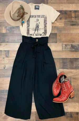 Black cropped pants with button and pleat