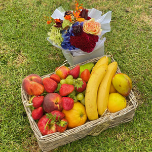 Fresh fruit basket delivered in Auckland with flowers
