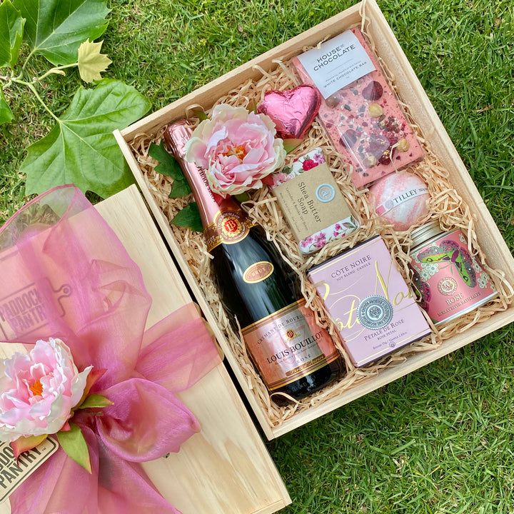 Premium Gift Basket delivered anywhere in NZ to your special lady. Treat her well will Cote Noire, bubbles and chocolate.